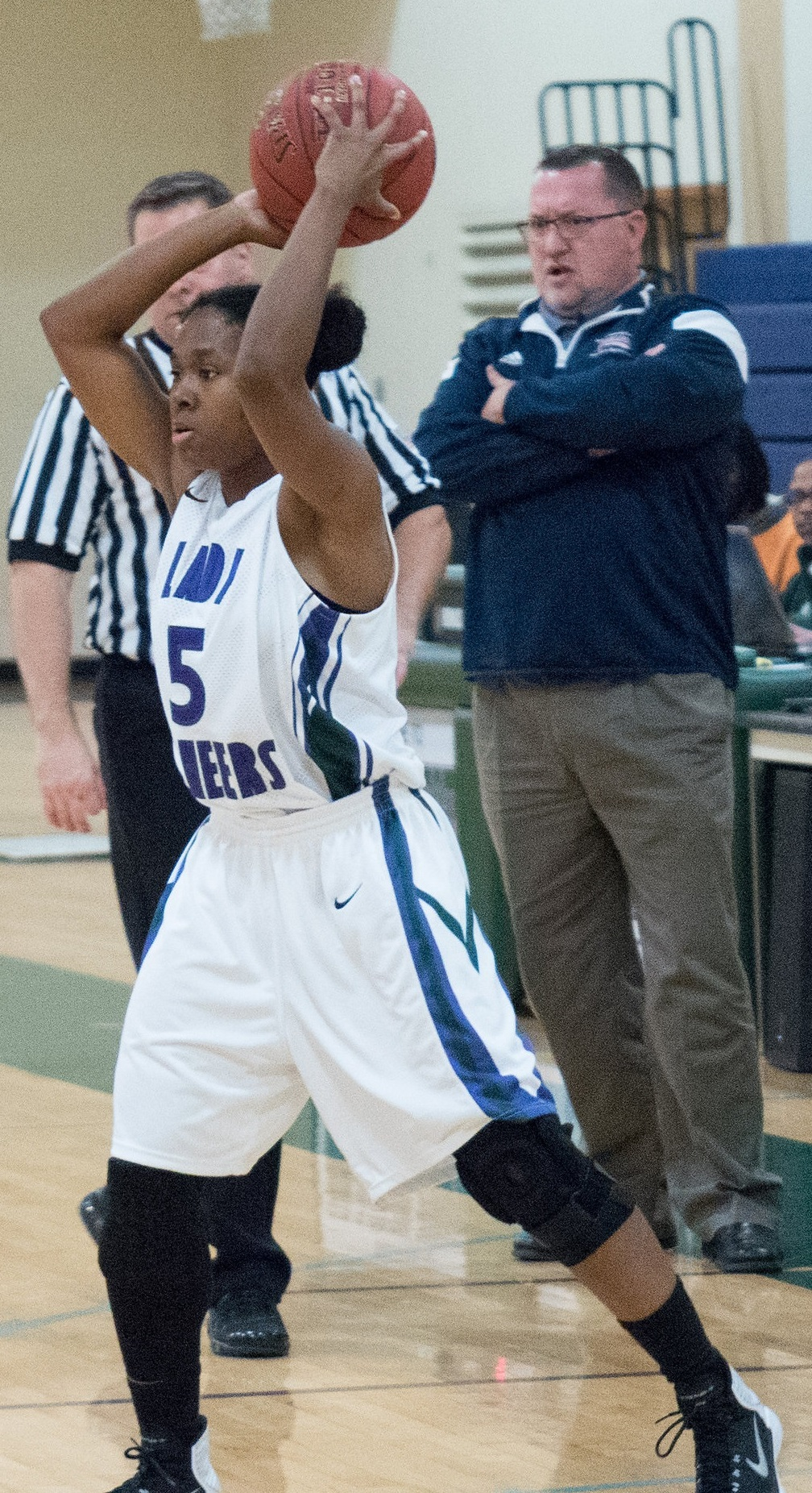 Dasia Byrd with ball